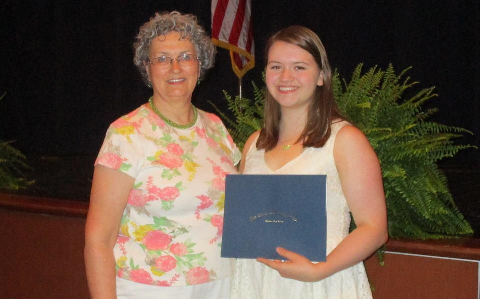 WTHS Awards $1000 Scholarship